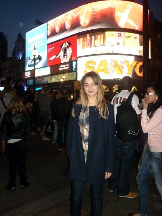 Manteau ZARA, Chemise à carreaux H&M, Jeans slim SALSA