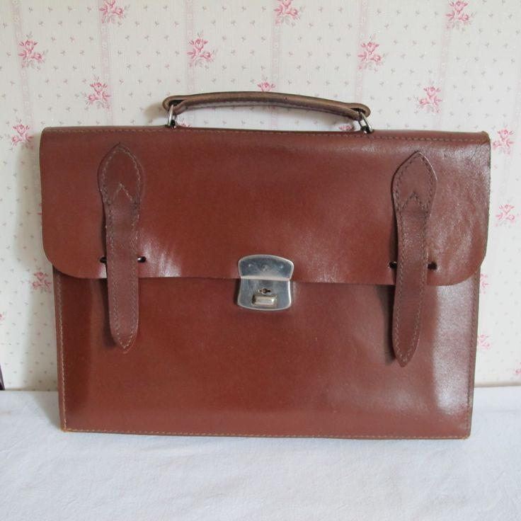 Cartable vintage en cuir cousu main- cartable d'écolier- Cartable couleur fauve 1960 - petit cartable en cuir marron - pour elle - pour lui de la boutique CrazyFrenchVintage sur Etsy