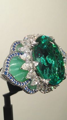 Ring More colour from Van Cleef & Arpels Pierres de Caractere collection                                                                                                                                                      More