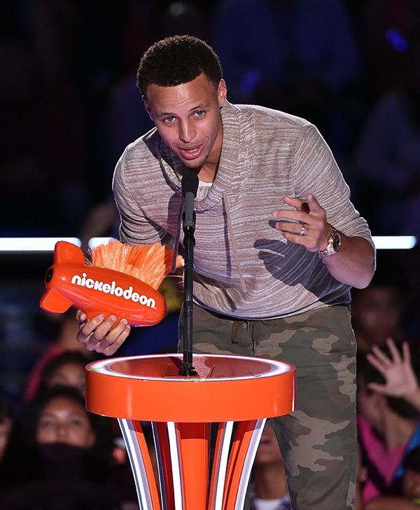 She's done it again! Two-year-old Riley Curry managed to upstage her dad, Stephen Curry, at the Kids' Choice Sports Awards on July 16. Click to WATCH her priceless reaction to her dad's big win!