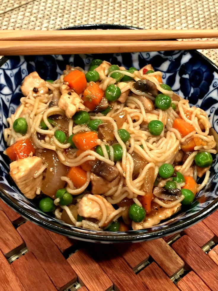 Gluten-Free Chicken Lo Mein - the perfect weeknight meal #celiac #glutenfree