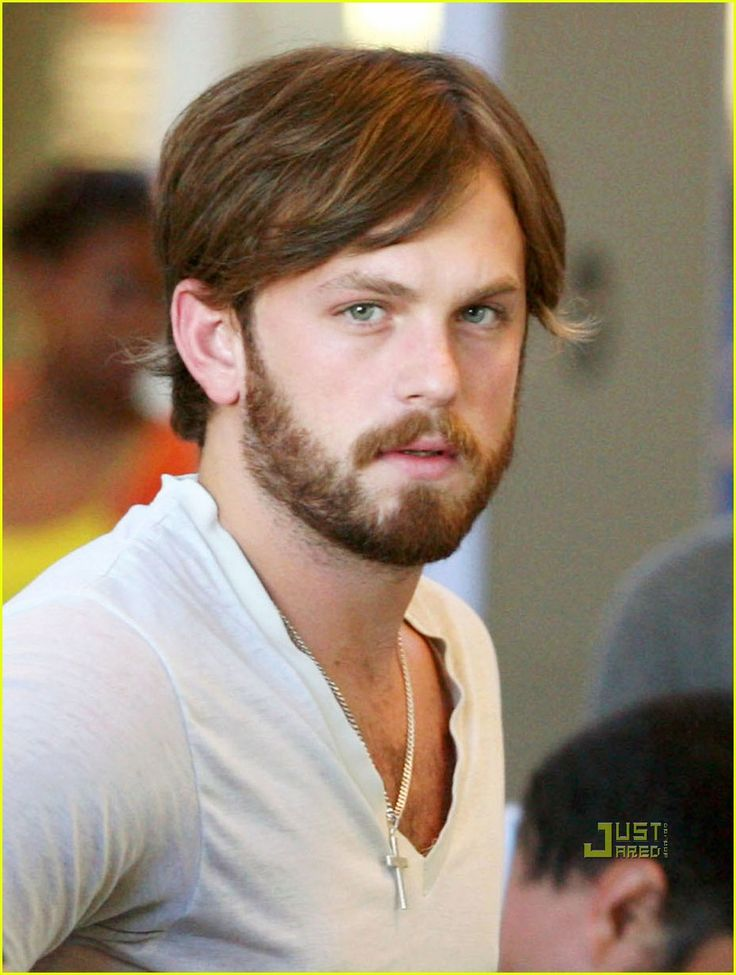 Caleb Followill, lead singer of Kings of Leon. his voice just makes him 800% sexier