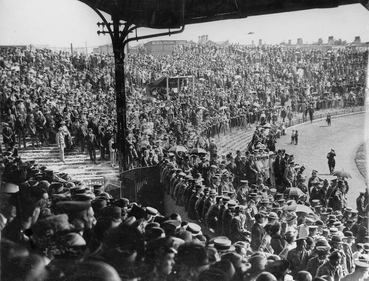 A baseball match between US Army and US Navy teams held at the Stamford Bridge ground in London to celebrate American Independence Day, 1918. Photograph shows: A general view of the large crowd at the ground.