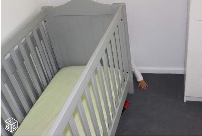 L'association Enfance majuscule a lancé une campagne originale sur le site de petites annonces, en cachant des enfants derrière des meubles pour dénoncer la maltraitance des enfants. L'objectif est d'interpeller un public large sur internet.