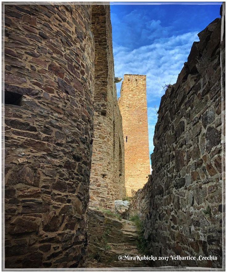 #castle #history #heritage #ruins #architecture #velhartice #oldcastle #today #trip #travel #czechia #cesko #česko #ceskarepublika #czechrepublic #czech #myphoto #2017 #photos #photo #photography