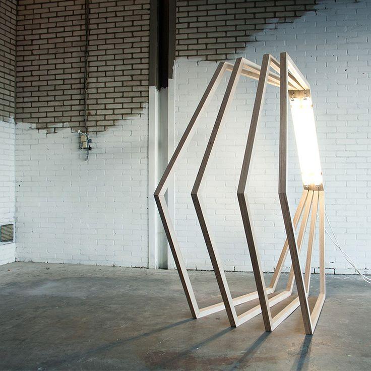 New Approach Light / Jorge Penades  New Approach Light est une réalisation du designer espagnol Jorge Penades qui tend à brouiller la frontière entre sculpture et lampe.