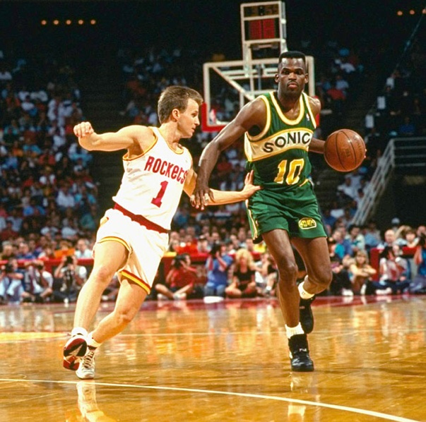 Nate McMillan vs. a confused 4' 11'' soccer player who ... Soccer 24