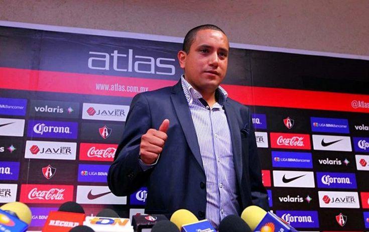 La directiva anunció la salida del dirigente la mañana de este lunes, dos días después de que el equipo sufriera una nueva derrota como local, frente al Cruz Azul que ...