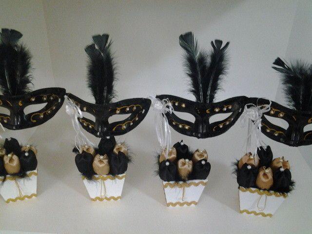 Em clima de Carnaval: Baile de Máscaras - Presente Simbólico                                                                                                                                                                                 Mais