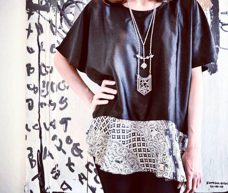 La Scrittura sul muro  #soetraindonesia #zaratentriabeng #batiktop #peplum #venus #necklace #chain #lasercut #acrylic #crystal #oneofakind #accessories #jewelrygram #jewellery #biggioterie #bijoux #clear #hexagon #fashiondesigner #fashionshot #fashionista #instalike #instafashion #juxtapose #fashionblogger by zaratentriabengbags