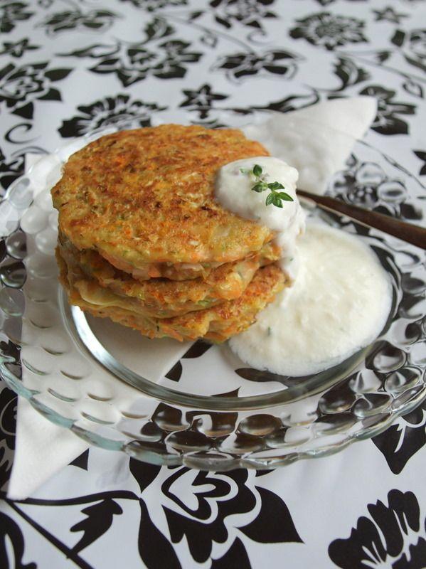 Sárgarépás újkrumplis kelkáposzta tócsni zöldfűszeres joghurttal | Recept | Gasztrotipp
