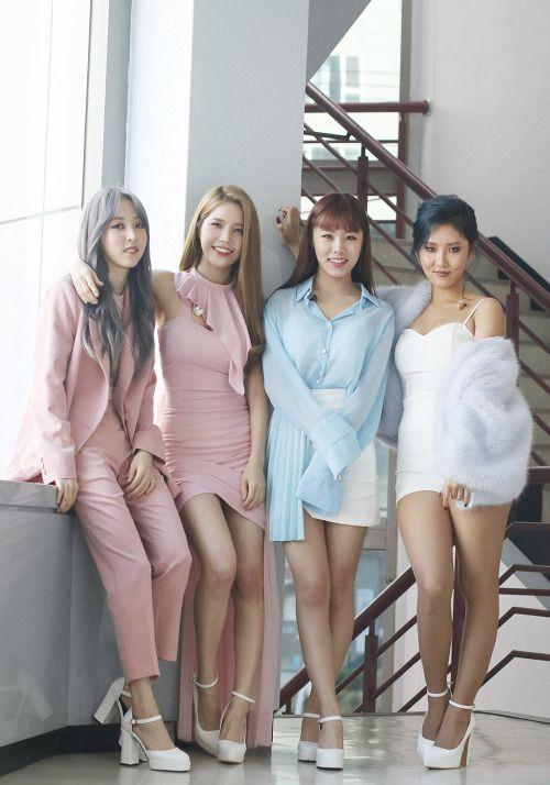 Mamamoo   Moon Byu, Solar, Whee In, Hwa Sa(olhem para as lindas pernas dessa mulher).