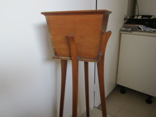 ANTIQUE PLANT STAND (WOODEN)