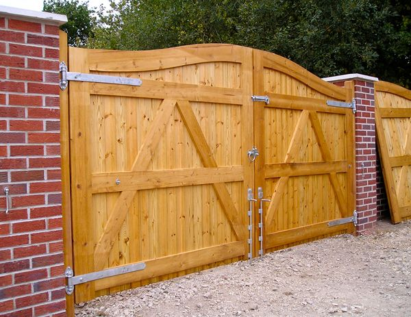 Bespoke Wooden Gates Wooden Gate Design Timber Gate Poole Dorset