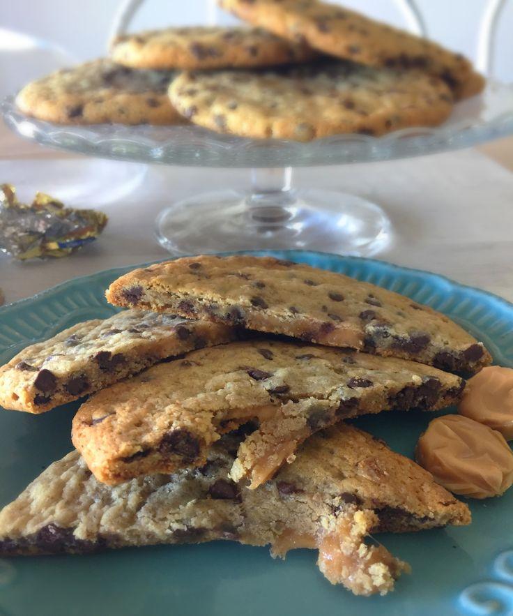 Galletas de Chips de Chocolate rellenas con Toffee, son unos galletones muy ricos, ideales para colación de los niños.