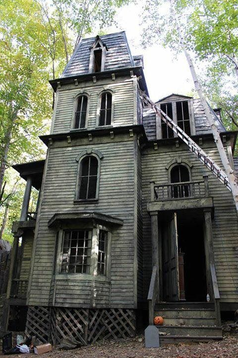 25 best ideas about haunted houses on pinterest for Build a haunted house