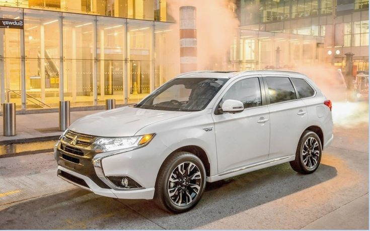 This week, we go to the adventure of the Pacific coast, British Columbia, to drive the vehicle first plug-in hybrid compact utility on our walk, the new Mitsubishi Outlander PHEV in 2018!The return of Mitsubishi  If you find that the Japanese manufacturer has been rather quiet lately in matters of novelties is that there are economic reasons behind all ca.   #Mitsubishi Outlander PHEV 2018 we're going to drive it! #Spotlight #The Car Guide Tests and Features