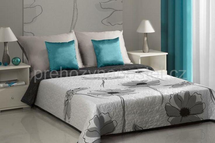 Oboustranné přehozy na postel šedé barvy s květinovým vzorem