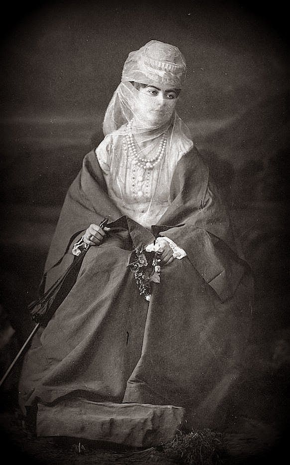 Saraylı kadın efendi - Abdullah Freres.