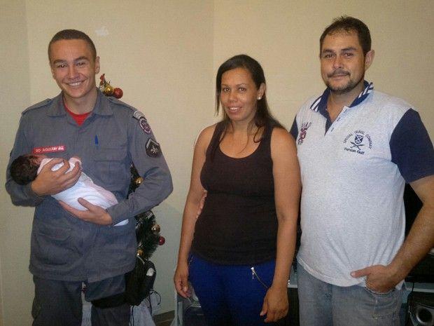 CONEXÃO BOMBEIRO : Bombeiros salvam vida de bebê de um mês por telefo...