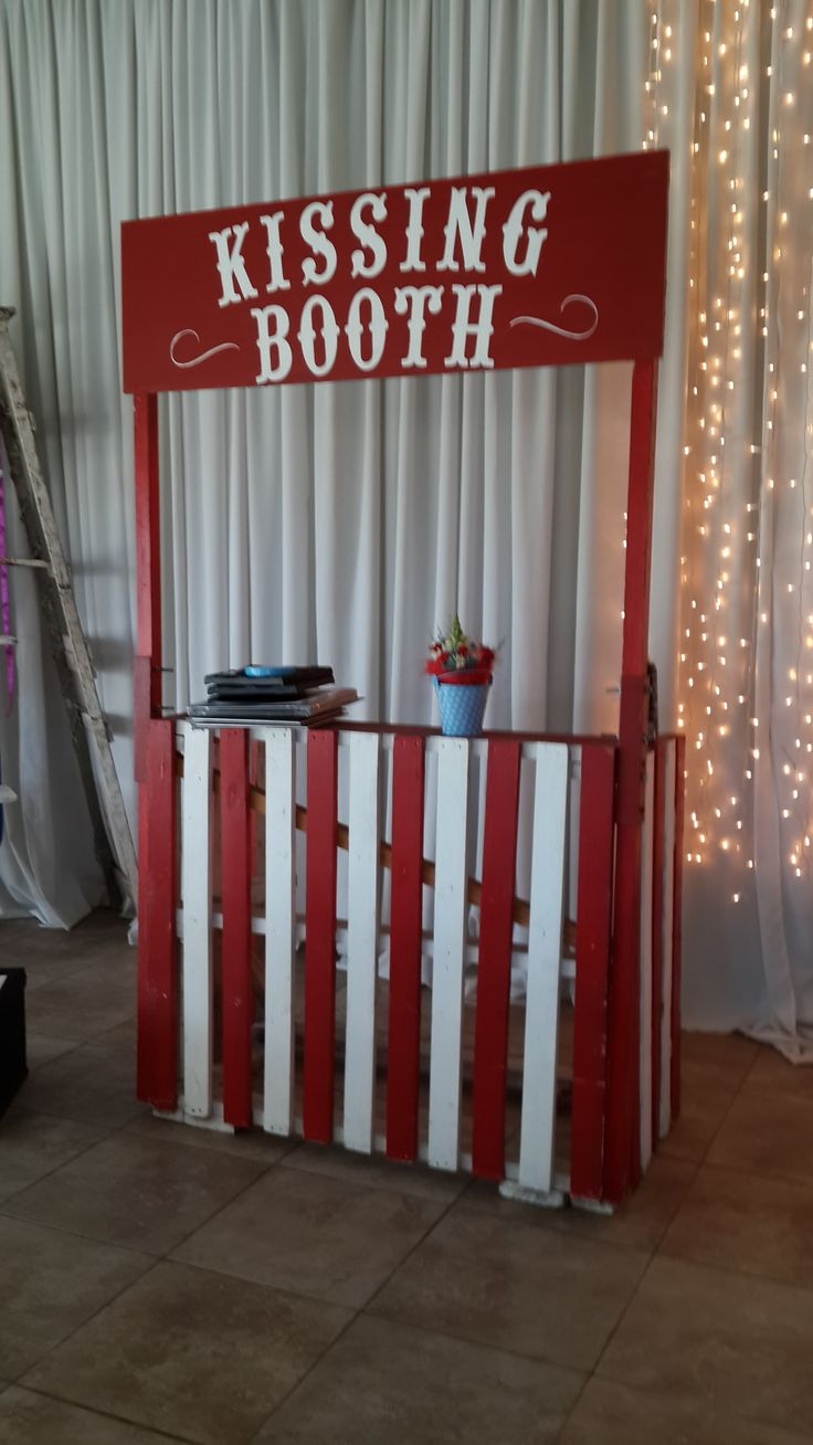 Vintage Carnival - The kissing booth