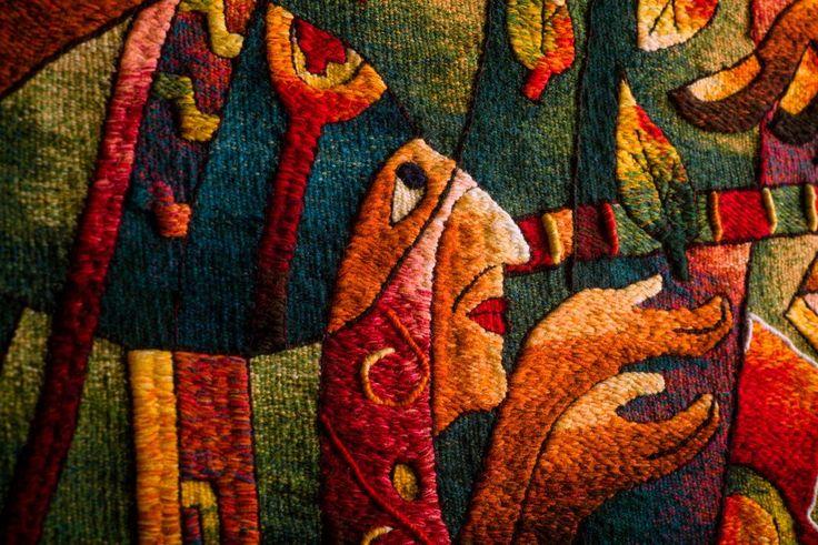 /// Handwoven Tapestry Art. Detail. The Museo Máximo Laura's Collection. /// www.museomaximola... #MuseoMaximoLaura #TapestryArt #weaving #tissage #fiberart #textileart #Colorful #Textures #Alpaca #PeruvianTextiles
