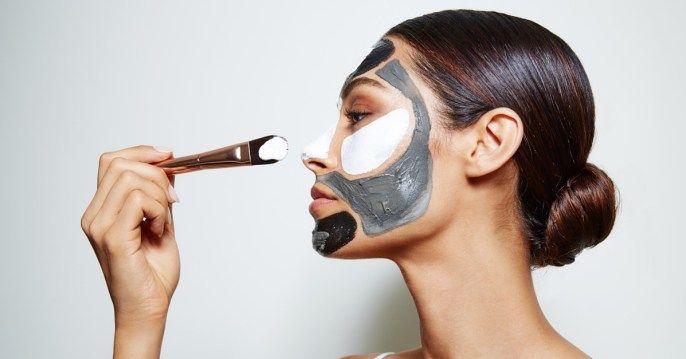 Maschera viso: come applicarla - La maschera viso è un toccasana per la nostra pelle, ma come si realizza la routine perfetta per applicarla efficacemente?