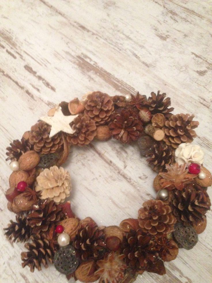 szyszki, brzozowe gwiazdki, kwiaty lotosu, orzechy