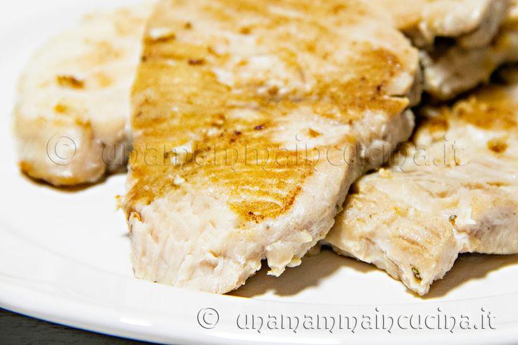 Ricetta del pesce spada con i tempi di cottura sia per il barbecue che in padella ideali per preservarne i succhi e la morbidezza. Ottimo per i bambini.