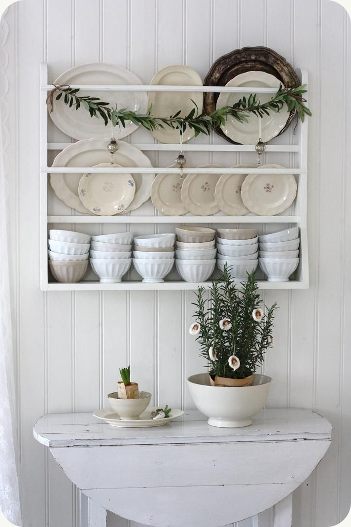 Round table made with planks. Plate rack. Distressed white finish.cute plate display