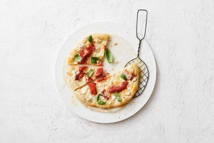 Een pizza vol gesmolten kaas, wie wil dat nou niet. - recept - Allerhande