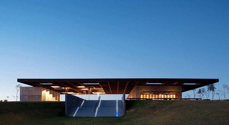 Gallery of Welcome Center / Rocco, Vidal + arquitetos - 1
