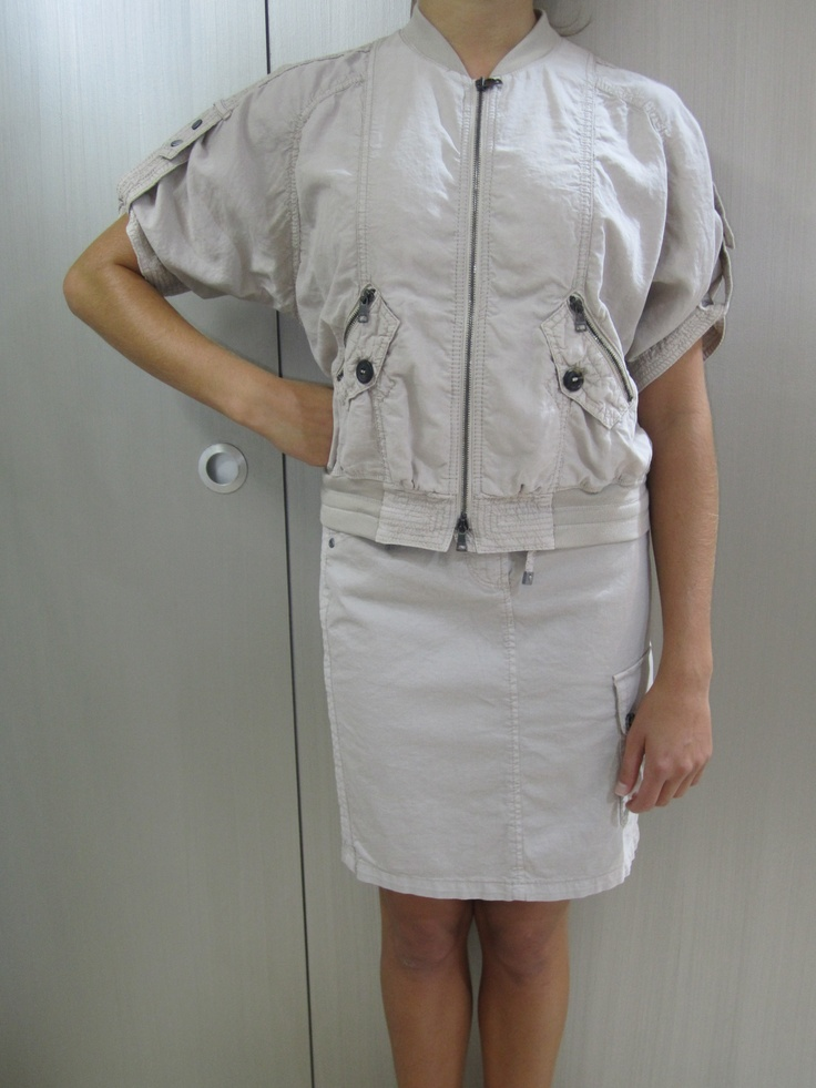 Beige cotton skirt and zip up jacket