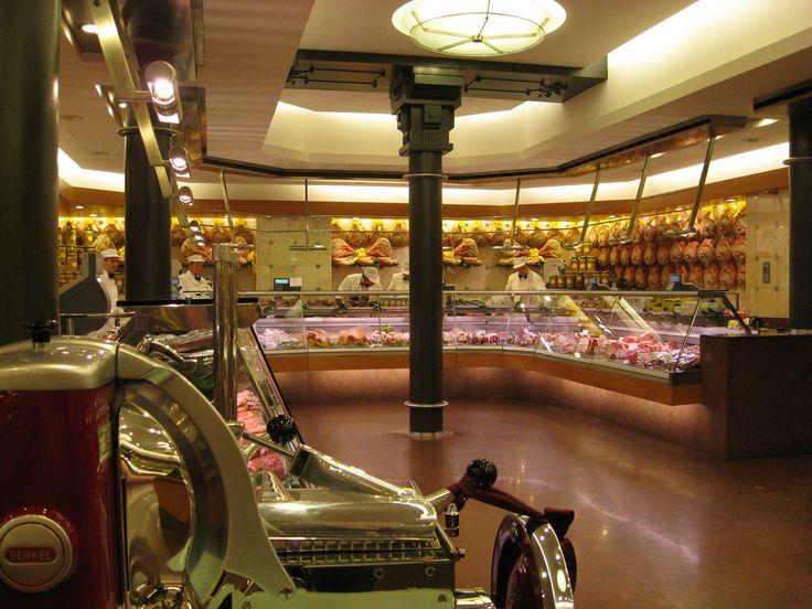 prodigioso banco dei salumi di Peck  www.tourismando.it for your vacations!!