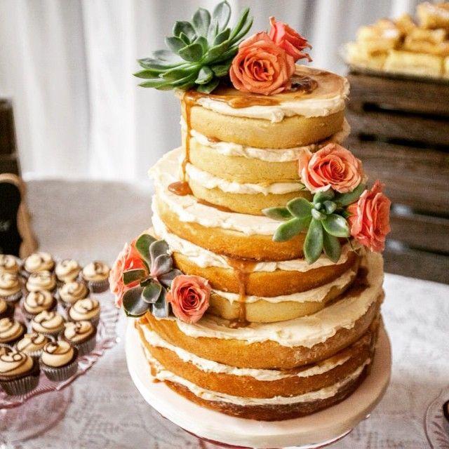 #nakedweddingcake #stlcakes #sugarbellecakery #weddingcake
