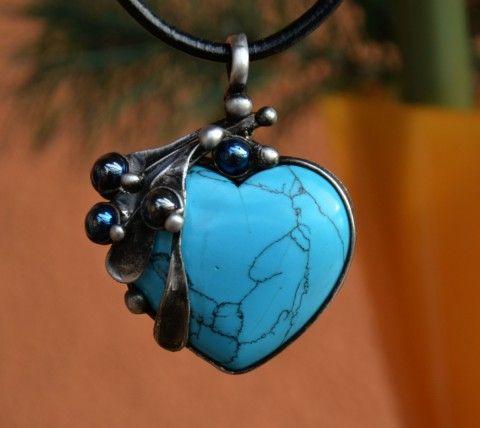 Srdce - tyrkenit, hematit šperk náhrdelník dárek cín hematit dárky cínování minerály polodrahokamy tyrkenit tiffany technika