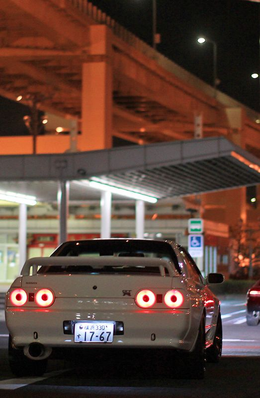 reapplied:  camber:  Nissan Skyline GTR R32.  vertical/vintage