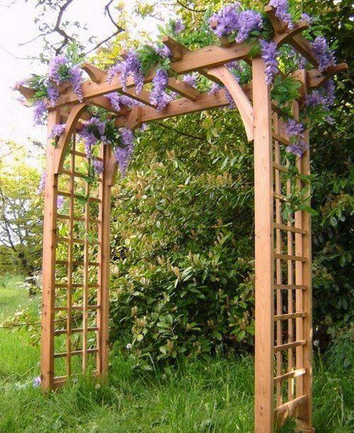Coole Gartengestaltung mit Rosenbogen holz struktur