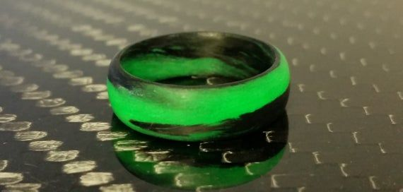 Carbon Fiber Green And Black Marbled Glow Ring In 2020 Carbon Fiber Glow Rings
