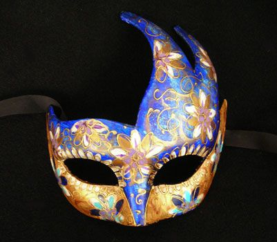"""""""Ali BLU"""" Maschera realizzata in cartapesta. Il disegno è realizzato con colori acrili a mano libera, rendendola quindi assolutamente unica. Infine, la maschera è impreziosita dalla tecnica dello screpolato...."""