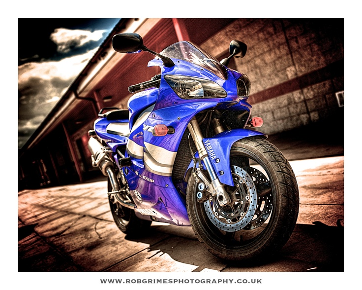 My old bike, now sold. Yamaha R1 2000 model (FAST)