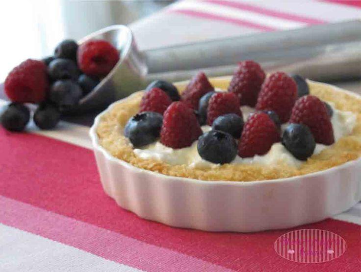 Crostatine al Cocco con Frozen Yogurt e Frutta Fresca