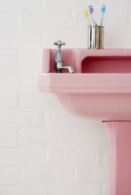 Decorating the bathroom with pink began to gain popularity in the mid-1940s. Inspired by First Lady Mamie Eisenhower's -- first lady from 1953 to 1961 -- love for all things pink, the sweet color ...