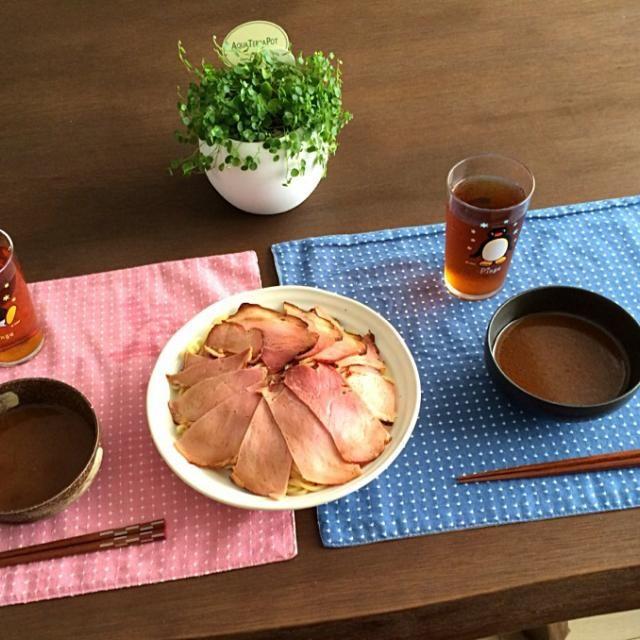この時期は、つけ麺が良いね。チャーシューと相性もバッチリ! (^ー^)ノ - 15件のもぐもぐ - つけ麺チャーシューたっぷりのせ、プーアル茶 by pentarou