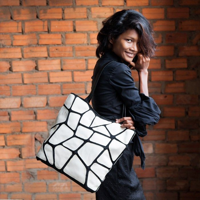 Status – Eco-friendly leather tote – White  Handmade from offcuts of leather from a furniture factory mixed with from repurposed netting used in the fishing and construction industries.