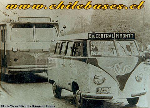 Minibus Volkswagen haciendo transporte de pasajeros en Santiago