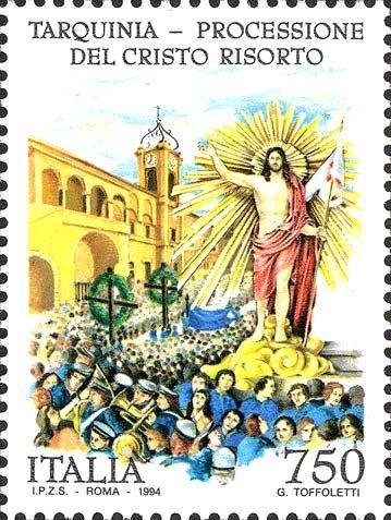 """1994 - """"Tradizioni popolari italiane"""":  Processione di Cristo Risorto a Tarquinia (Lazio) - statua del Cristo Risorto, che impugna lo stendardo con la Croce della Resurrezione, in processione; nello sfondo il Palazzo Comunale di Tarquinia"""