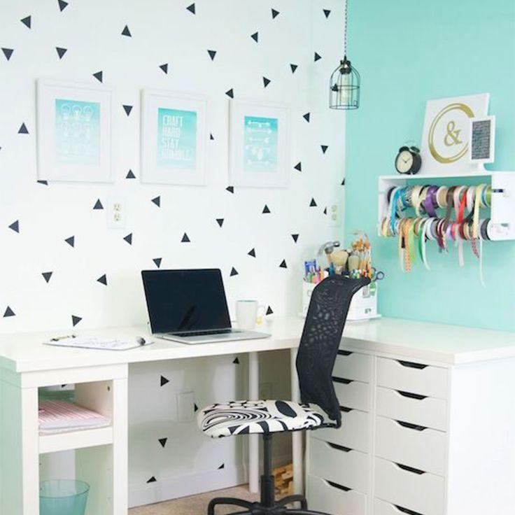 Pared habitacion infantil awesome dormitorio infantil con tres literas y detalles en rojo with Vinilos ikea infantiles