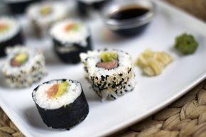 Zelfgemaakte sushi, ik leg je uit hoe je dit gemakkelijk zelf thuis kan maken   BrendaKookt.nl