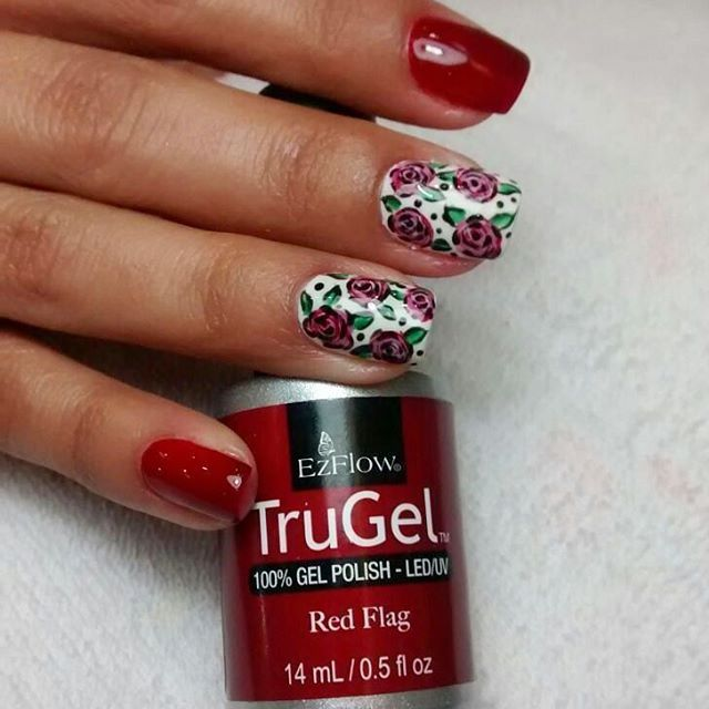 How about a dozen of roses on your nails this #ValentinesDay?  Nails by @spamanostrinitarias.  #ezflow #ezflownailsystems #trugel #trugelpolish